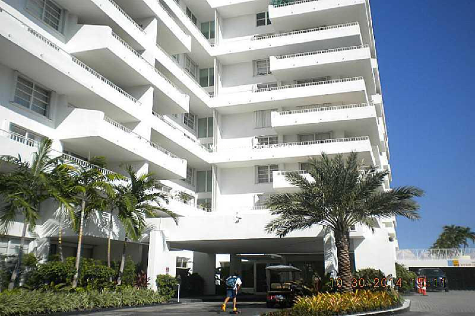Commodore Club South condo